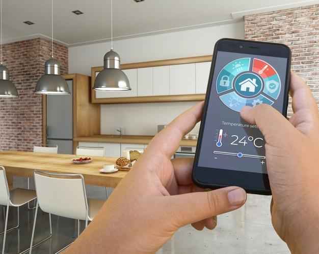 Akıllı-telefon tarafından kontrol edilen modern ev iç mekan